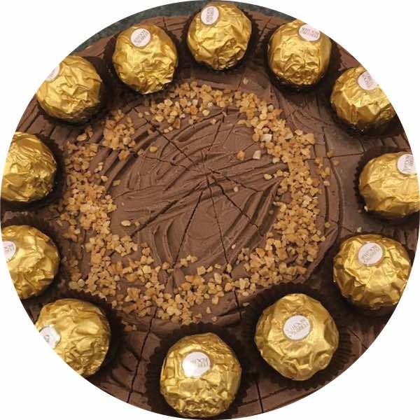 Tarta de Ferrero y chocolate de Pastelería Excelsior Linares. Elaboradas artesanalmente con Bizcocho Imperial Casero.