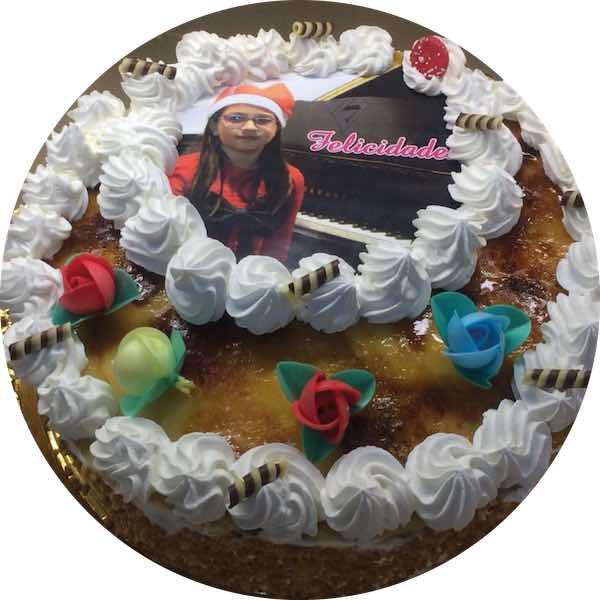 Tarta especial cumpleaños de Pastelería Excelsior Linares. Elaboradas artesanalmente con Bizcocho Imperial Casero.