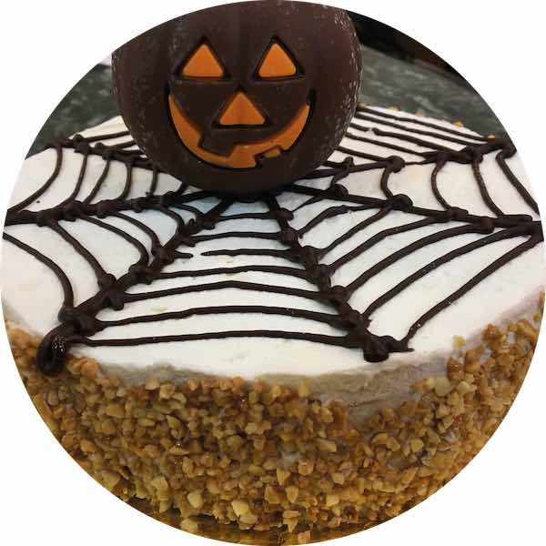 Tarta especial Halloween de Pastelería Excelsior Linares. Elaboradas artesanalmente con Bizcocho Imperial Casero.
