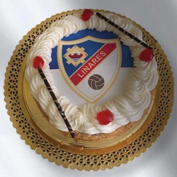 Tarta de nata con almendras Pastelería Excelsior Linares