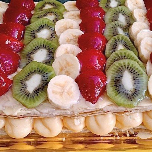 Tarta de hojaldre con crema pastelera y frutas de Pastelería Excelsior Linares.