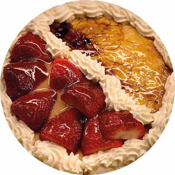 Tarta de Fresas y Yema Tostada de Pastelería Excelsior Linares. Elaboradas artesanalmente con Bizcocho Imperial Casero.